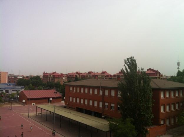 Foto dia nublado y caluroso en Madrid