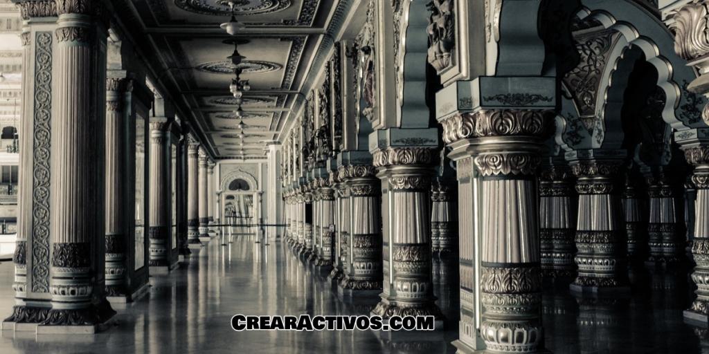 Columnas de una iglesia o mezquita